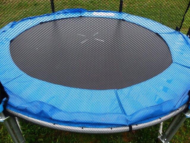 Sicher trampolinspringen mit Randabdeckung